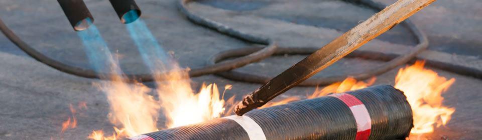 Dakdekker Breda brand bitumen.